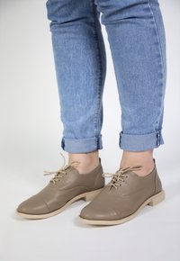 MANU oxford - taupe (vegan)