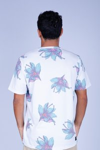 CAMISETA OCEANO FLORES RECICLE