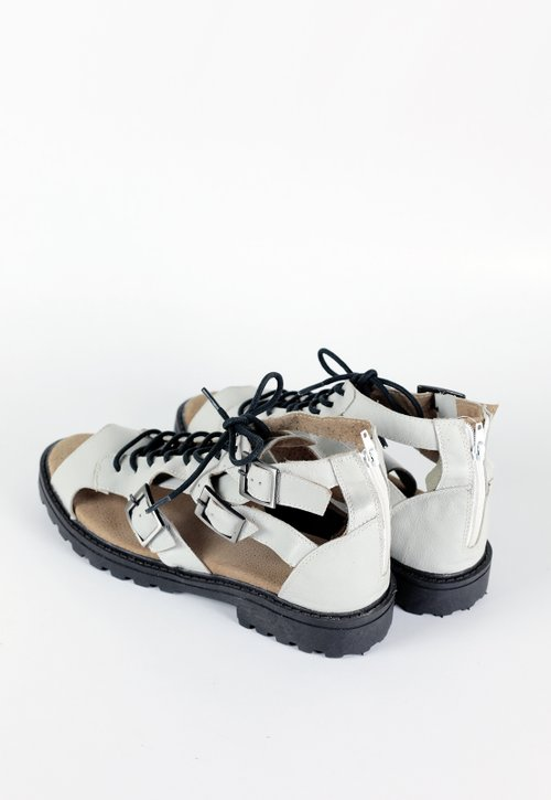 GROW sandal - white
