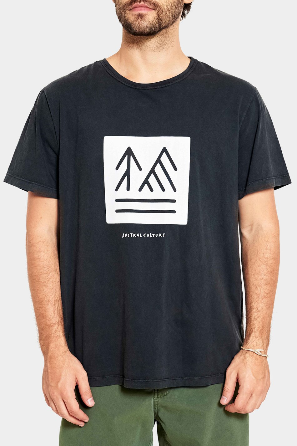 Camiseta Austral Pines And Mountains Preta Washed